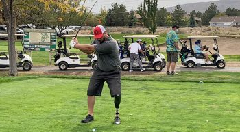 Man with prosthetic leg swings golf club