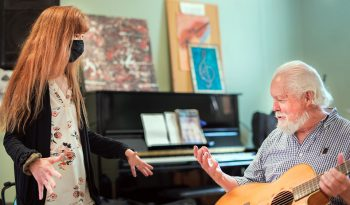 Music therapist and Veteran in guitar playing session