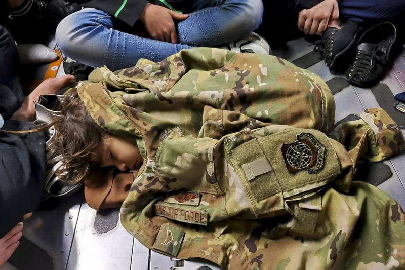 us military helping afghan child